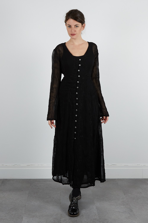 211-70 Robe crepe brodée